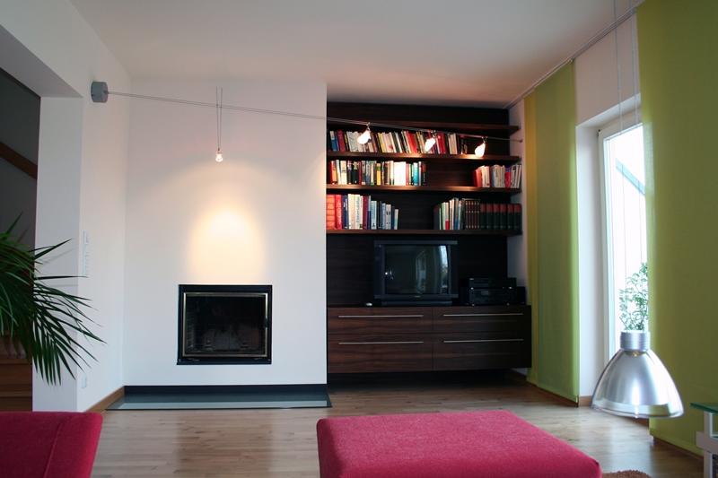 Neugestaltung eines Wohnbereiches – Bücherregal und Kamin