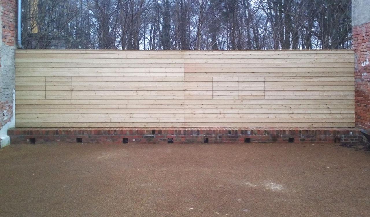 Vierseitenmühlenhof in Gräben / Brandenburg – Holzwand geöffnet